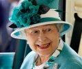 Елизавете II подбирают фамилию для загранпаспорта