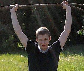Юный штангист-чемпион выбросился из окна