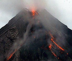 Вулкан уничтожил базы ученых на Камчатке