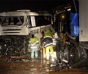 В Подмосковье грузовик врезался в автобус