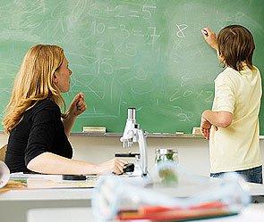 800 тысяч учителей получат доплаты