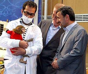 Иран предложил США взять интервью у макаки