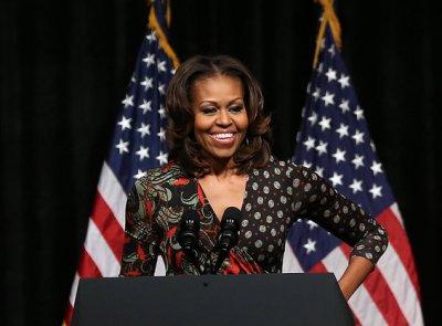 Мишель Обама проводила День всех влюбленных одиноко в аэропорту...