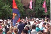 Люди Харькова пришли под консульство России просить прощения
