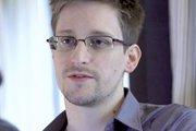 Сноуден до сих пор в России?