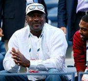 Известный баскетболист Майкл Джордан назвал Обаму бездарью