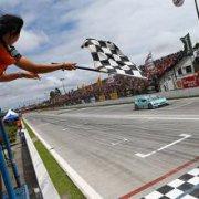 Бывший пилот Формулы 1 стал победителем чемпионата V8 Stock Car